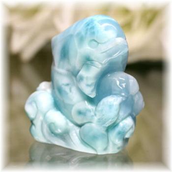 ドミニカ産ラリマー イルカ 彫刻品(LARIMAR-DOLPHIN703IS)
