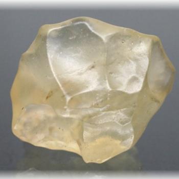 リビアングラス原石(LIBYANGLASS-507IS)