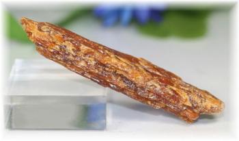 タンザニア産オレンジカイヤナイト原石(ORANGEKYANITE-107)