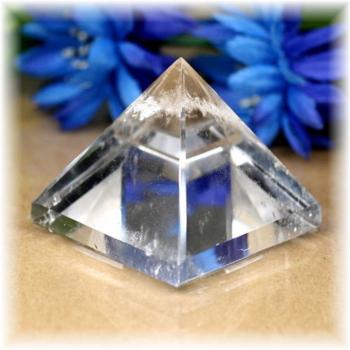ブラジル産水晶ピラミッド(QuartzPyramid-1607)